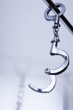 metal handcuffs: Handcuffs on metal bar LANG_EVOIMAGES