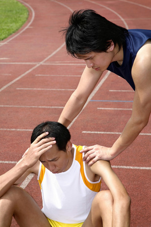 consoling: Man consoling another man LANG_EVOIMAGES