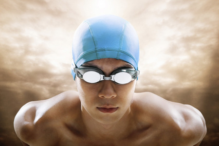 swimming cap: Man with goggles and swimming cap LANG_EVOIMAGES