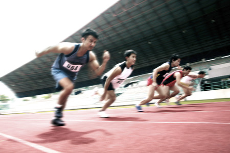 finishing line: Men running to the finishing line LANG_EVOIMAGES