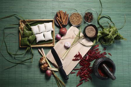 Vorbereitung auf Curry und ketupat machen