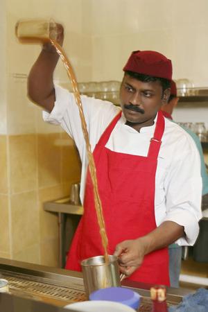 tarik: Man making teh tarik