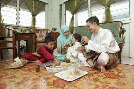 tea and biscuits: Couple and kids enjoying pastry and drinks