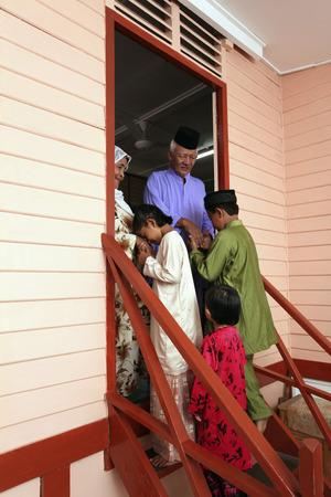 Senior man and woman greeted by their grandchildren Archivio Fotografico