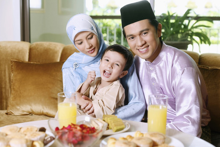 Happy family during Hari Raya 免版税图像 - 39064955