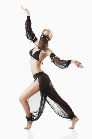 Woman in Arabian princess costume LANG_EVOIMAGES