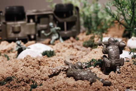 battlefield: Toy soldiers fighting on battlefield