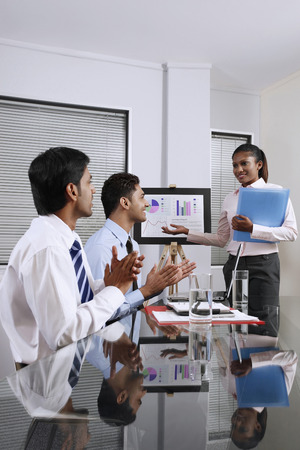 clapping hands: Businesswoman presenting her work, businessmen clapping hands LANG_EVOIMAGES