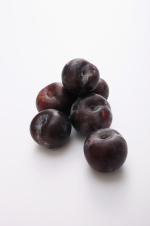 medium group of objects: Plums
