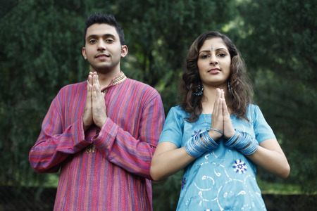 salwar: Man and woman with their hands clasped together LANG_EVOIMAGES