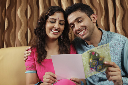 salwar: Man and woman reading greeting card together LANG_EVOIMAGES