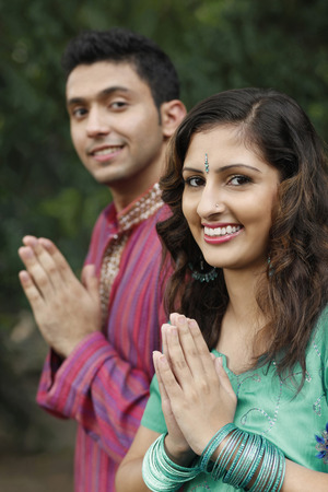 salwar: Man and woman with hands clasped LANG_EVOIMAGES