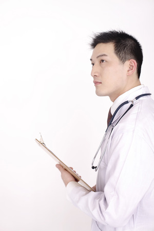 sensory perception: Doctor with stethoscope holding clipboard LANG_EVOIMAGES