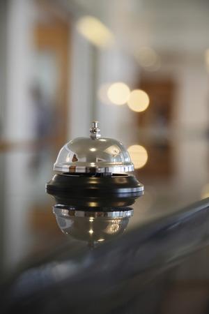 hotel reception: Service-Glocke an der Hotelrezeption