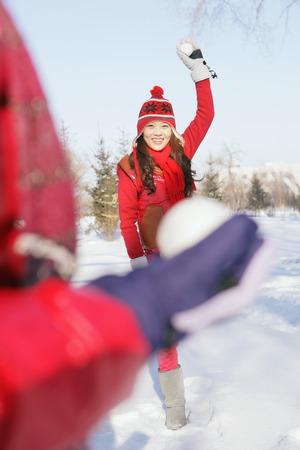boule de neige: Les femmes ayant bataille de neige