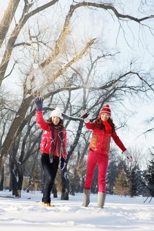snowballs: Women throwing snowballs LANG_EVOIMAGES