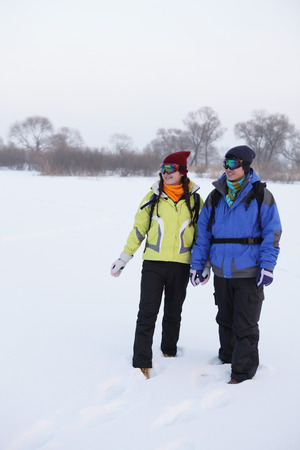 ski goggles: Man and woman in warm clothing and ski goggles LANG_EVOIMAGES