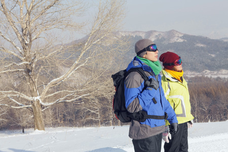 ski goggles: Man and woman with ski goggles looking away LANG_EVOIMAGES