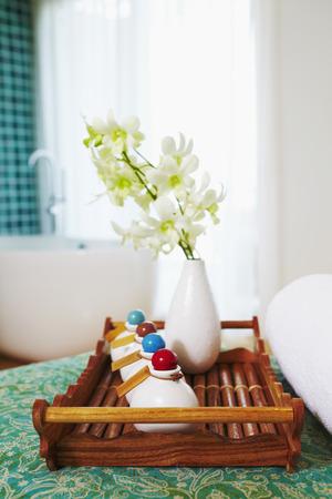 productos de aseo: Art�culos de higiene personal del hotel en una bandeja