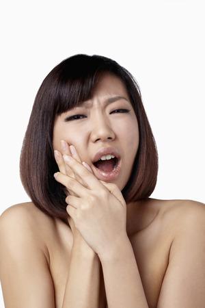 dolor de muela: Mujer que tenga dolor de muelas