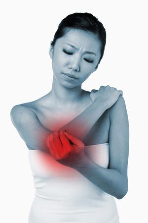 codo: Mujer con una lesión en el codo
