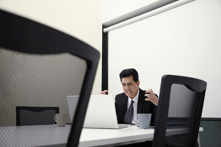 gritting: Businessman looking frustrated LANG_EVOIMAGES