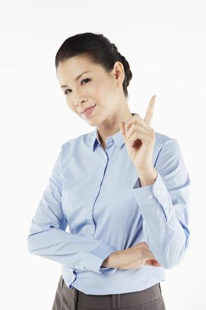 dedo indice: Mediados de adultos de negocios la celebraci�n de su dedo �ndice