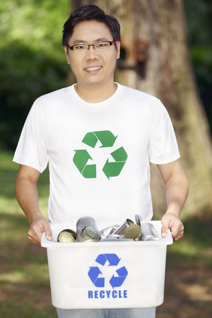 recycling bin: Man with recycling bin LANG_EVOIMAGES