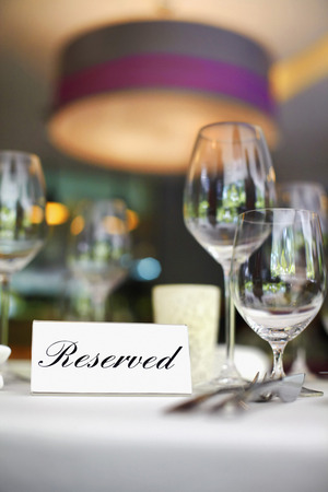 reserved sign: Restaurant table setting with reserved sign LANG_EVOIMAGES