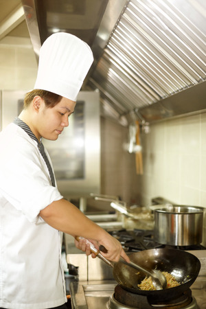 side  profile: Side profile of a chef cooking food LANG_EVOIMAGES