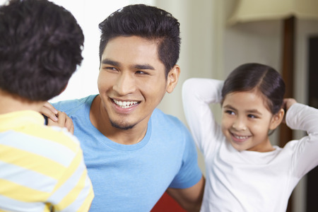 pre adolescent boy: Father talking to his children LANG_EVOIMAGES