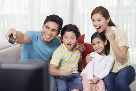 Parents and children watching television Stok Fotoğraf - 39117964