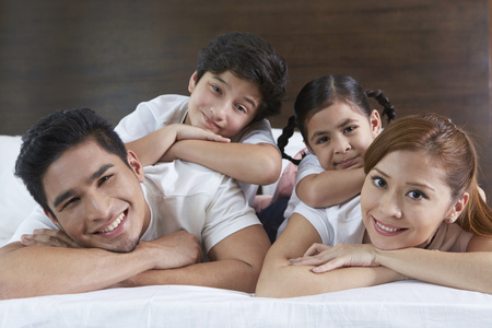 pre adolescent boy: Happy and cheerful family smiling  LANG_EVOIMAGES