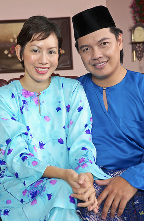 Malay couple in traditional baju melayu Stock Photo