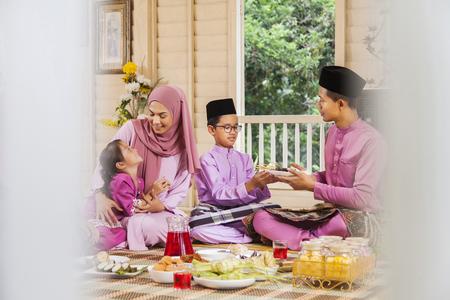 Fête de la famille musulmane pendant la célébration de l'Aïd