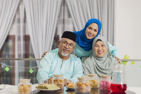 Feliz, familia musulmana Foto de archivo