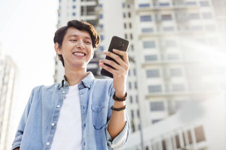 Young man with a mobile phone Banque d'images