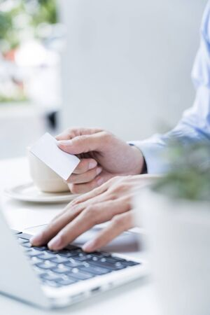 Man working with laptop 免版税图像