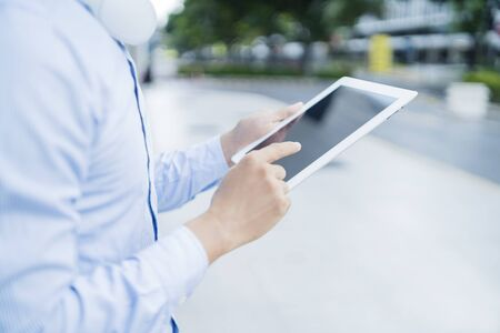 Man using a digital tablet 免版税图像
