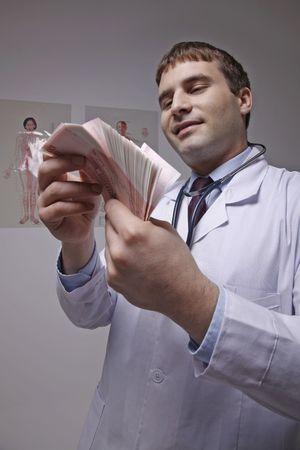 bulgarian ethnicity: Doctor counting money