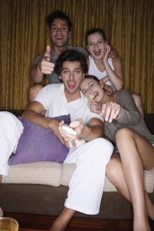 Parejas viendo tv juntos  Foto de archivo - 7361010