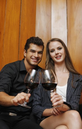 central european ethnicity: Hombre y mujer con sus copas de vino