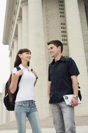 Hombre y mujer hablando  Foto de archivo - 8149100