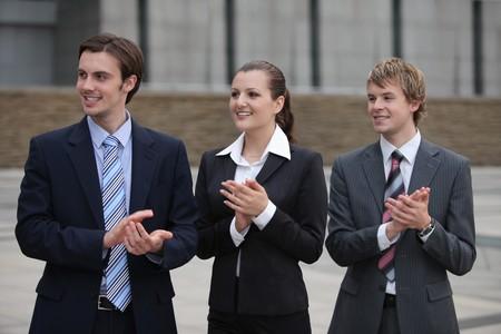 manos aplaudiendo: Palmas de las manos de gente de negocios  Foto de archivo