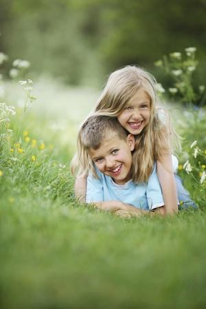 Jongen en meisje having fun Stockfoto