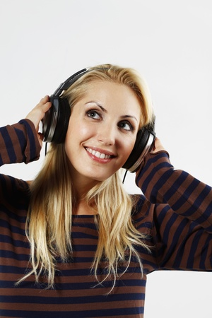 belarusian ethnicity: Mujer escuchando m�sica en los auriculares