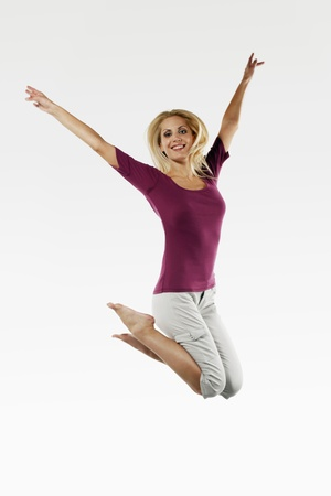 belarusian ethnicity: Mujer saltando sobre una cama el�stica