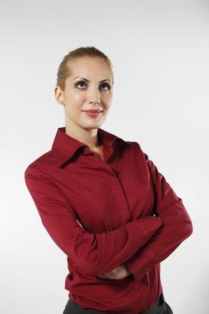 belarusian ethnicity: Empresaria de pie con los brazos cruzados
