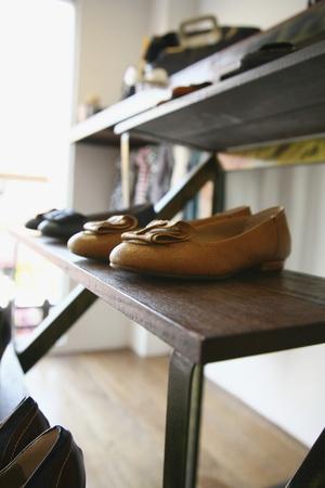 Zapatos en exhibición en la tienda Foto de archivo - 8758169