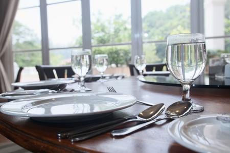 레스토랑의 테이블 설정